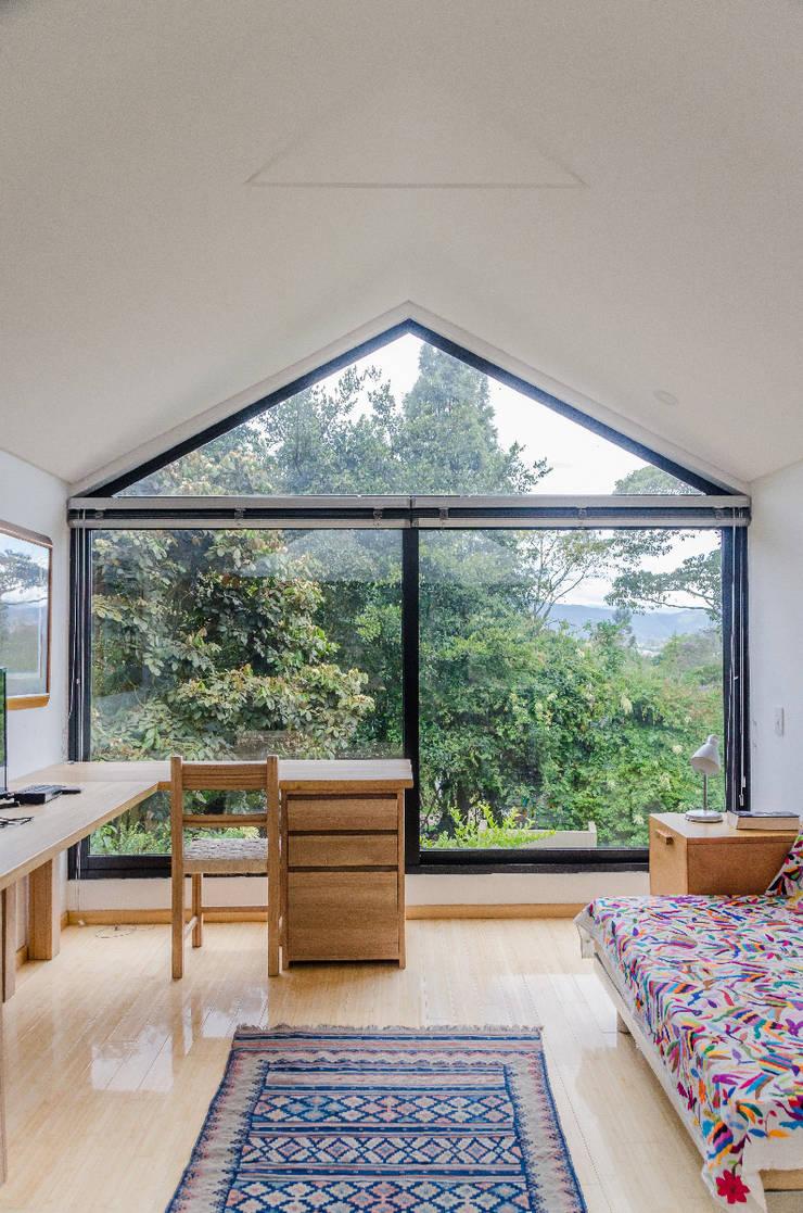 Casa El Abra: Habitaciones de estilo  por ARCE S.A.S