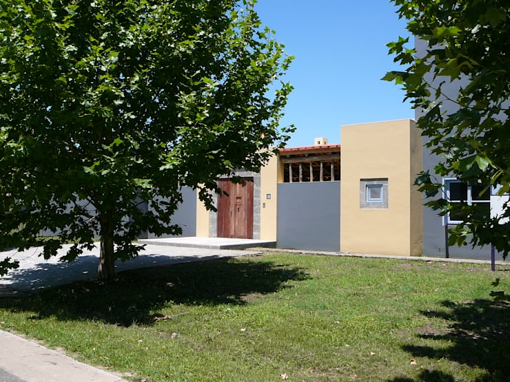 CASA EN CENTAUROS CC.: Casas unifamiliares de estilo  por Estudio Dillon Terzaghi Arquitectura