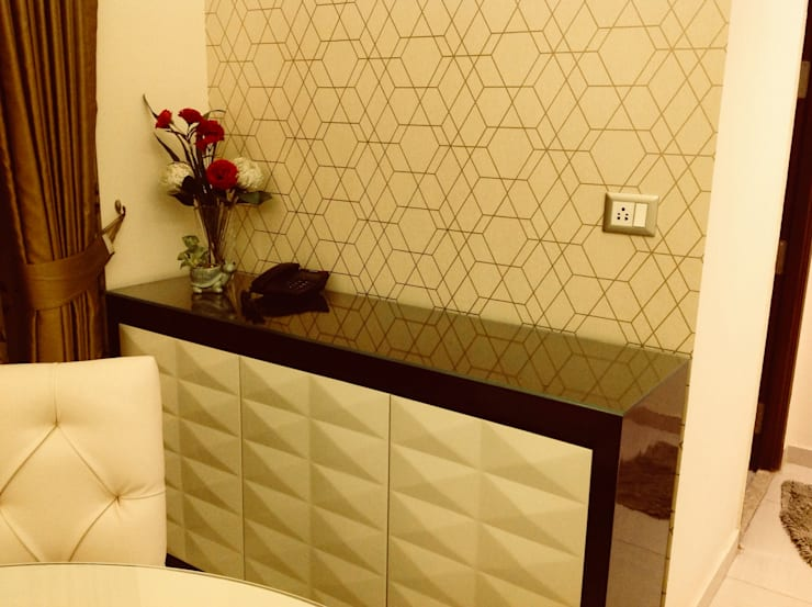 Residence @ Ireo Uptown Gurgaon:  Dining room by INTROSPECS