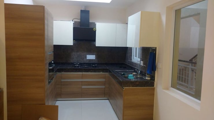 Residence at Astaire Gardens, Gurgaon:  Kitchen units by INTROSPECS