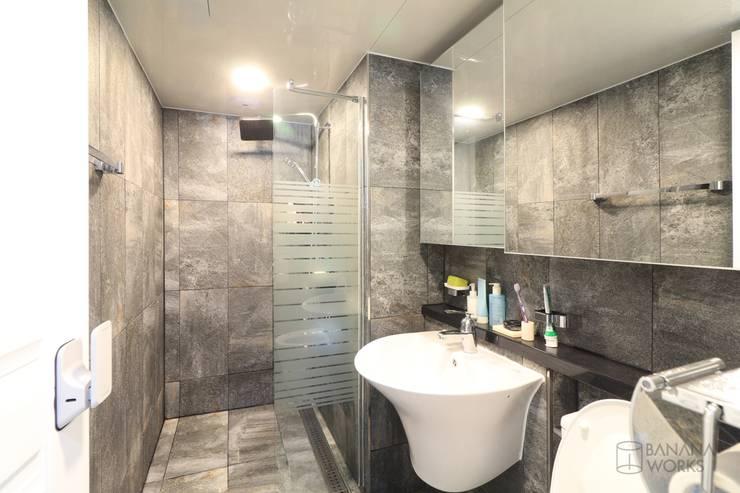 천안 신부동 청광플러스원 APT 인테리어 리모델링(33py): 바나나웍스의  화장실