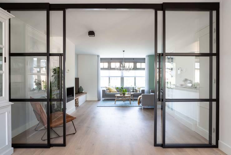 Interieurontwerp door Studio Binnen:  Eetkamer door Studio Binnen, Scandinavisch