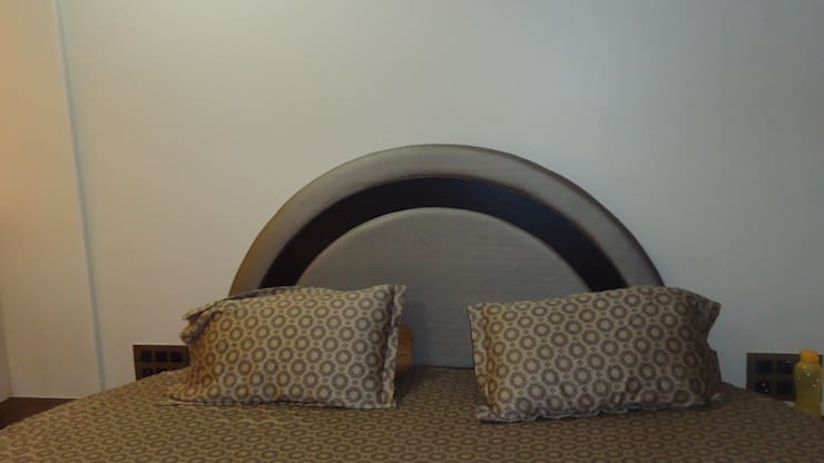Thane:  Bedroom by aasha interiors,Modern