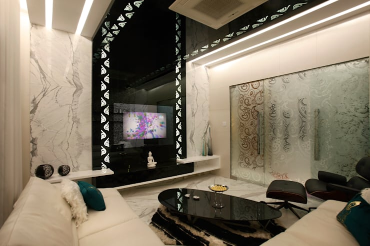 Mr Anil nahata's bungalow:  Living room by Innerspace