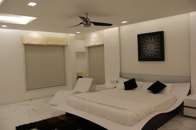 Chugh Villa:  Bedroom by Innerspace