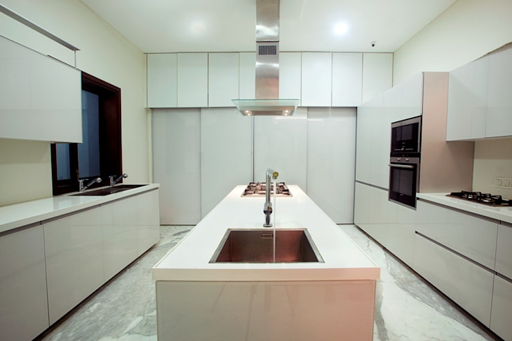 Indra hira bungalow:  Kitchen by Innerspace,Modern