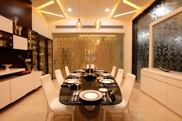 Nemi Villa:  Dining room by Innerspace