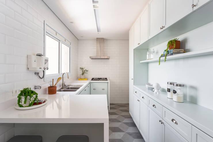 Cozinha: Cozinhas clássicas por Duplex212 - Arquitetura e Interiores