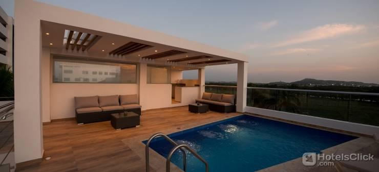 piscina zona so ial hote summer: Piscinas de estilo minimalista por construcciones y soluciones integrales s.a.s
