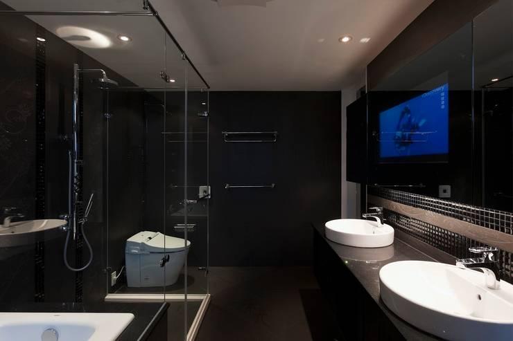 黑白精品‧極致混搭:  浴室 by 禾光室內裝修設計 ─ Her Guang Design