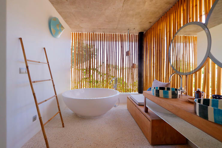 Seascape Villa Bathroom Tropical style bathroom by Word of Mouth House Tropical