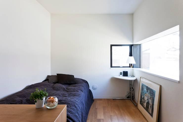 個室: 石川淳建築設計事務所が手掛けた寝室です。