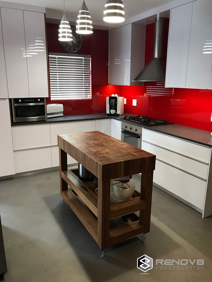 JOINERY DEPARTMENT:  Kitchen by Renov8 CONSTRUCTION, Modern