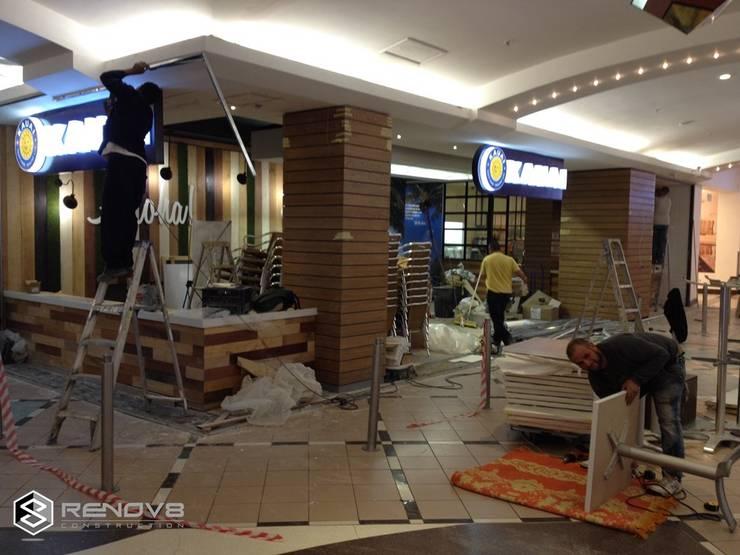 Locaux commerciaux & Magasins de style  par Renov8 CONSTRUCTION