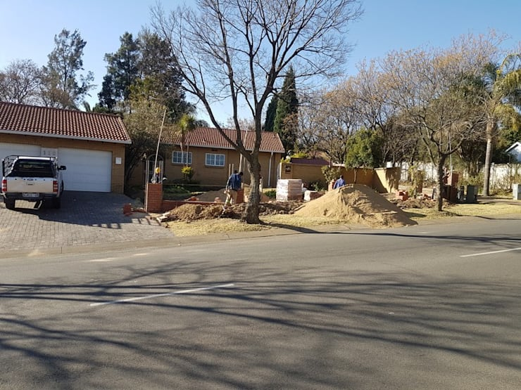 "Boundary wall in Sunninghill Johannesburg: {:asian=>""asian"", :classic=>""classic"", :colonial=>""colonial"", :country=>""country"", :eclectic=>""eclectic"", :industrial=>""industrial"", :mediterranean=>""mediterranean"", :minimalist=>""minimalist"", :modern=>""modern"", :rustic=>""rustic"", :scandinavian=>""scandinavian"", :tropical=>""tropical""}  by PTA Builders And Renovators,"