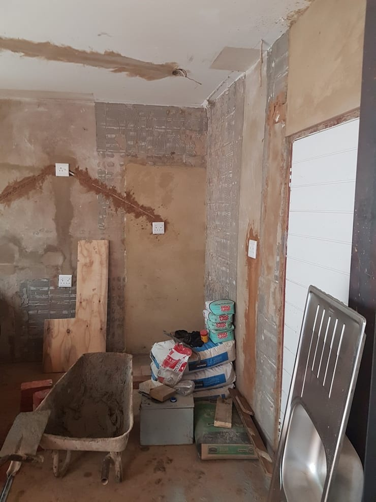 Kitchen renovation in Silverlakes Estate Pretoria East:   by PTA Builders And Renovators
