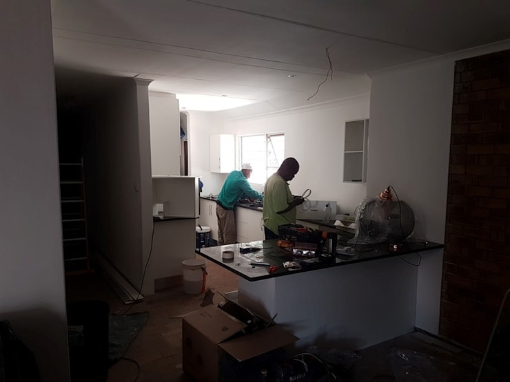 Kitchen renovation in Faerie Glen Pretoria East:   by PTA Builders And Renovators,