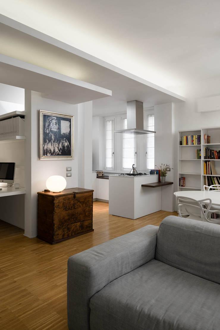 Moderne Wohnzimmer von Patrizia Burato Architetto Modern Holz Holznachbildung