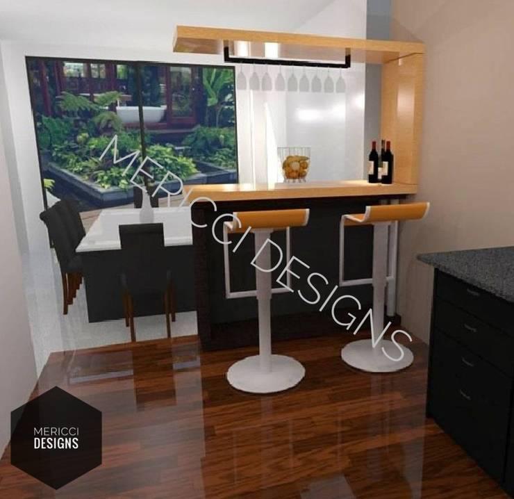 One Story Kitchen Design:   by MERICCI DESIGNS (FREELANCER)