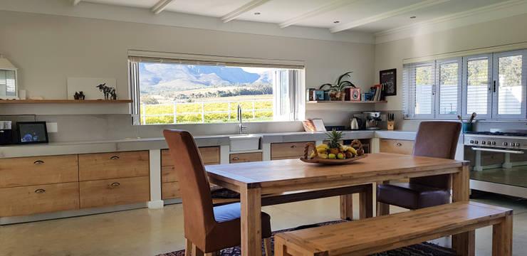House Filmalter:  Kitchen by JFS Interiors