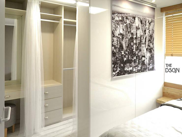 확장없이 파우더룸과 침실을 한 공간으로: 더디자인 the dsgn의  침실