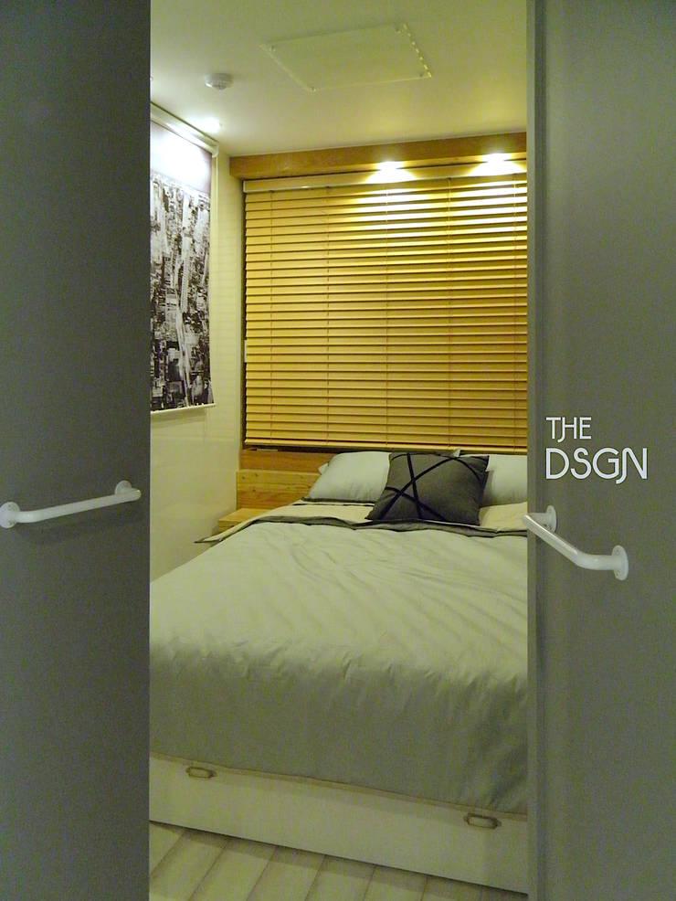 확장없이 파우더룸과 침실을 한 공간으로: 더디자인 the dsgn의  침실,모던