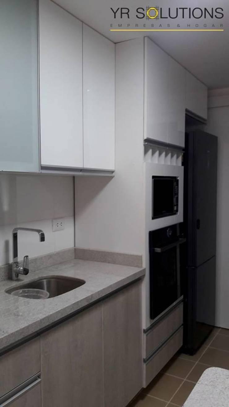 Remodelación Cocina Escardo Cocinas de estilo moderno de YR Solutions Moderno