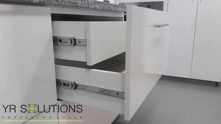 Remodelación Cocina Pardo: Cocinas de estilo  por YR Solutions