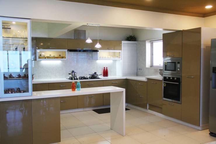 مطبخ ذو قطع مدمجة تنفيذ Fuze Interiors