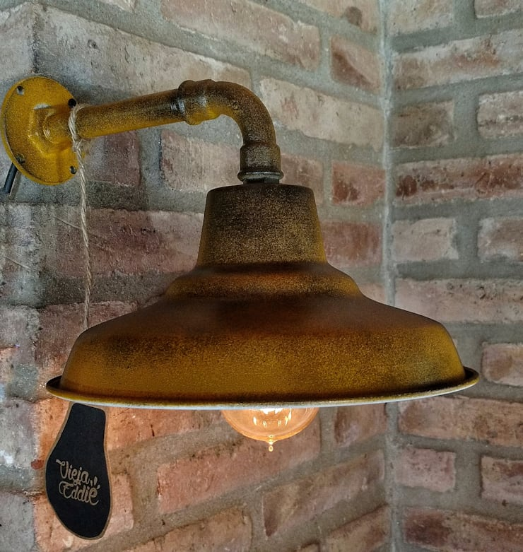 Galponera Lámpara Vintage Pared Envejecida: Hogar de estilo  por Lamparas Vintage Vieja Eddie,