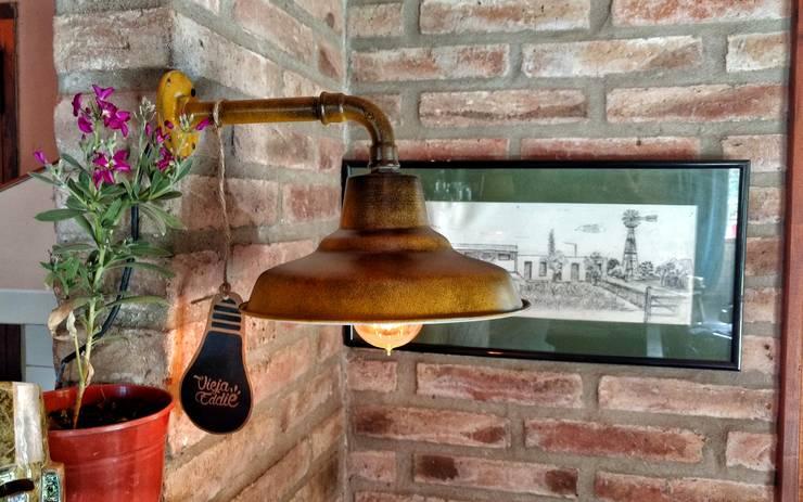 Lámpara de Pared Estilo Vintage Retro : Livings de estilo  por Lamparas Vintage Vieja Eddie,