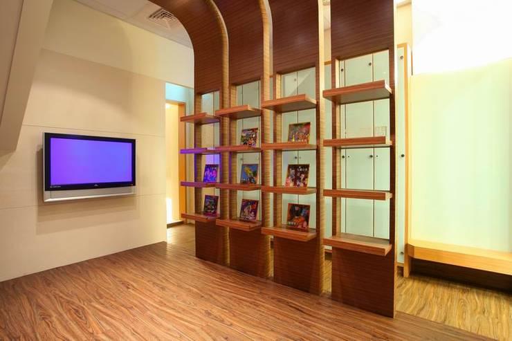 喬立世紀觀-廖公館:   by 台中室內設計-築采設計