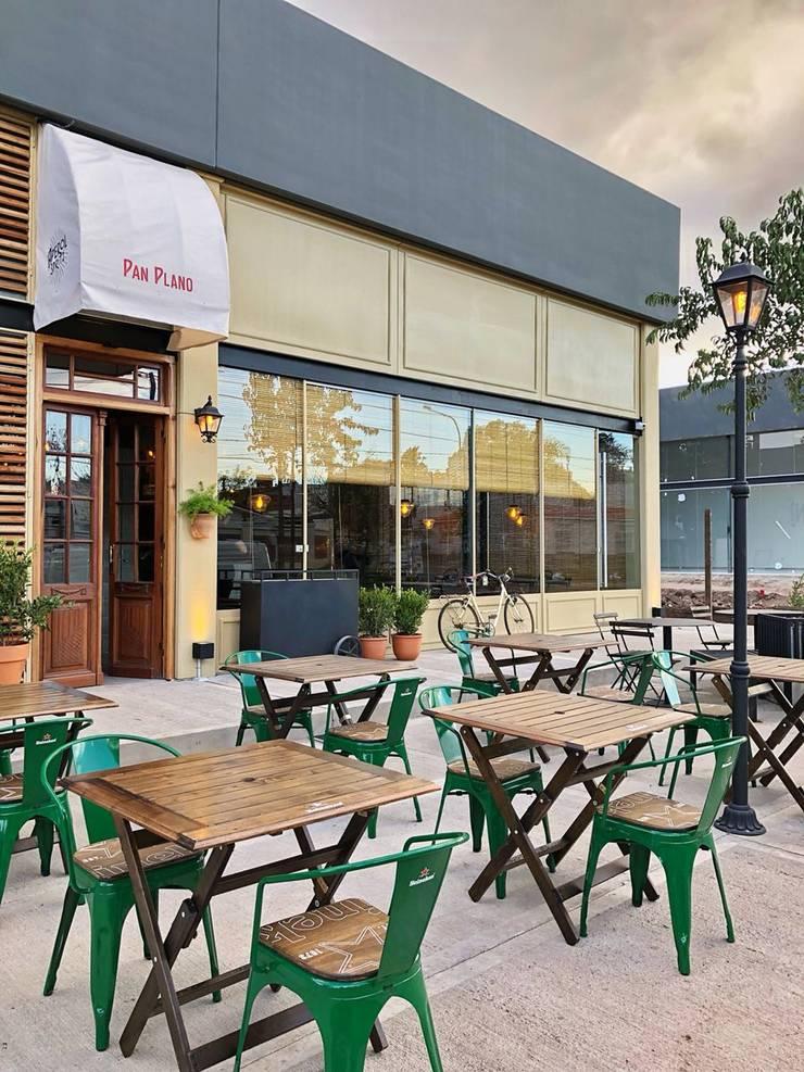 fachada: Gastronomía de estilo  por María Florencia Funes
