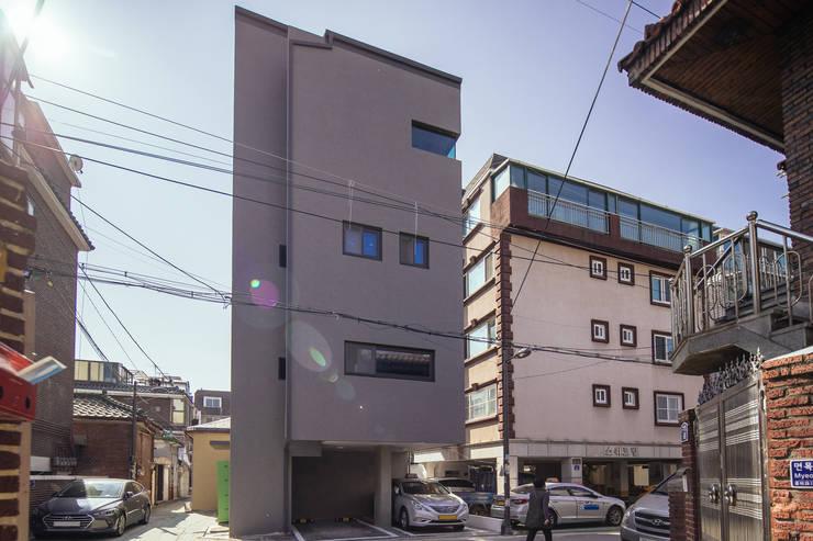 Nhà cho nhiều gia đình by AAPA건축사사무소