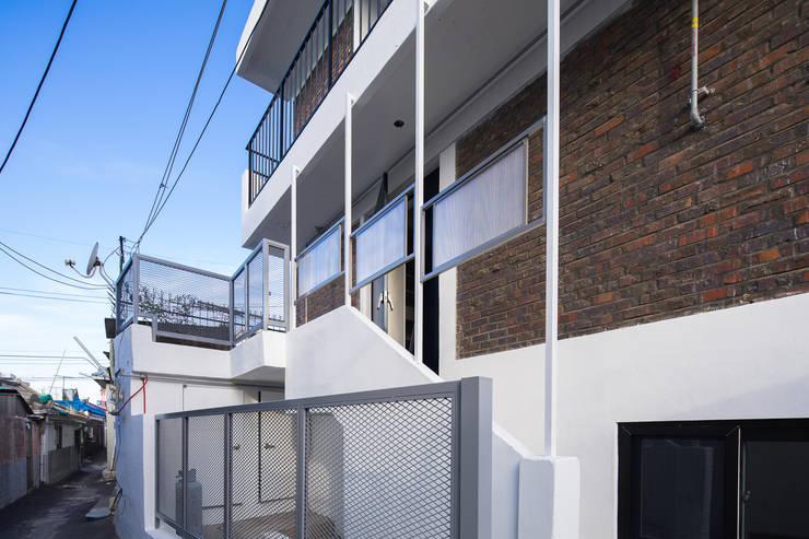 배다리주택 '오붓': AAPA건축사사무소의  주택,