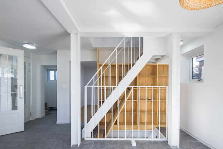 배다리주택 '오붓': AAPA건축사사무소의  계단,