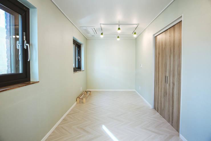 Tree_BOX: AAPA건축사사무소의  방