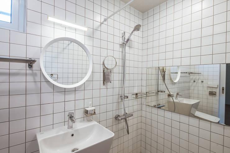 온기: AAPA건축사사무소의  욕실