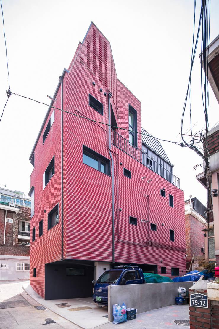 Rumah keluarga besar oleh AAPA건축사사무소, Modern