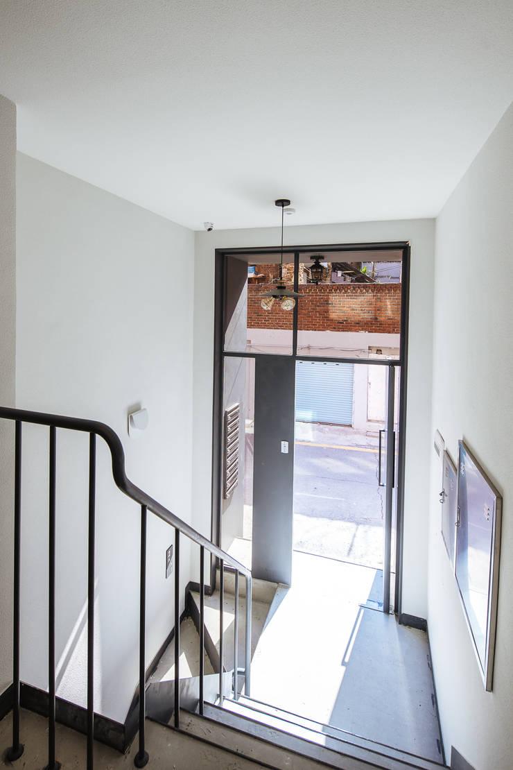 Koridor dan lorong oleh AAPA건축사사무소, Modern