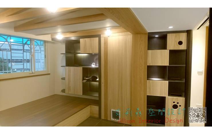 休憩空間 展示櫃 kd木地板:  書房/辦公室 by 艾莉森 空間設計
