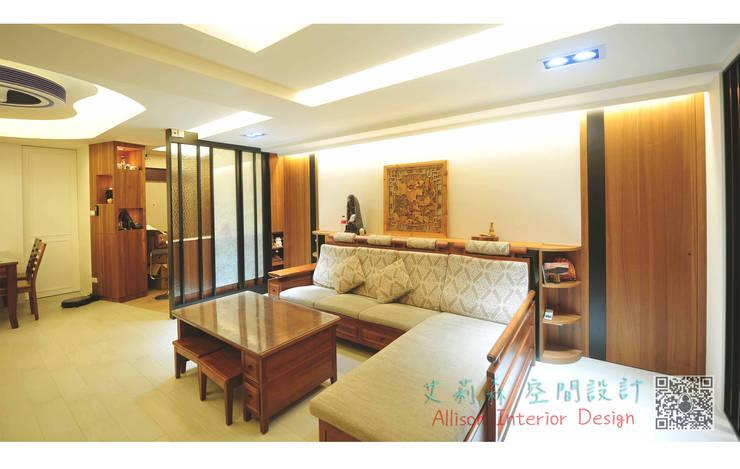 客廳 造型天花板:  客廳 by 艾莉森 空間設計