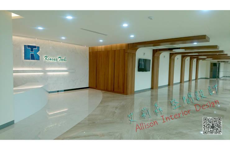 Wohnzimmer von 艾莉森 空間設計