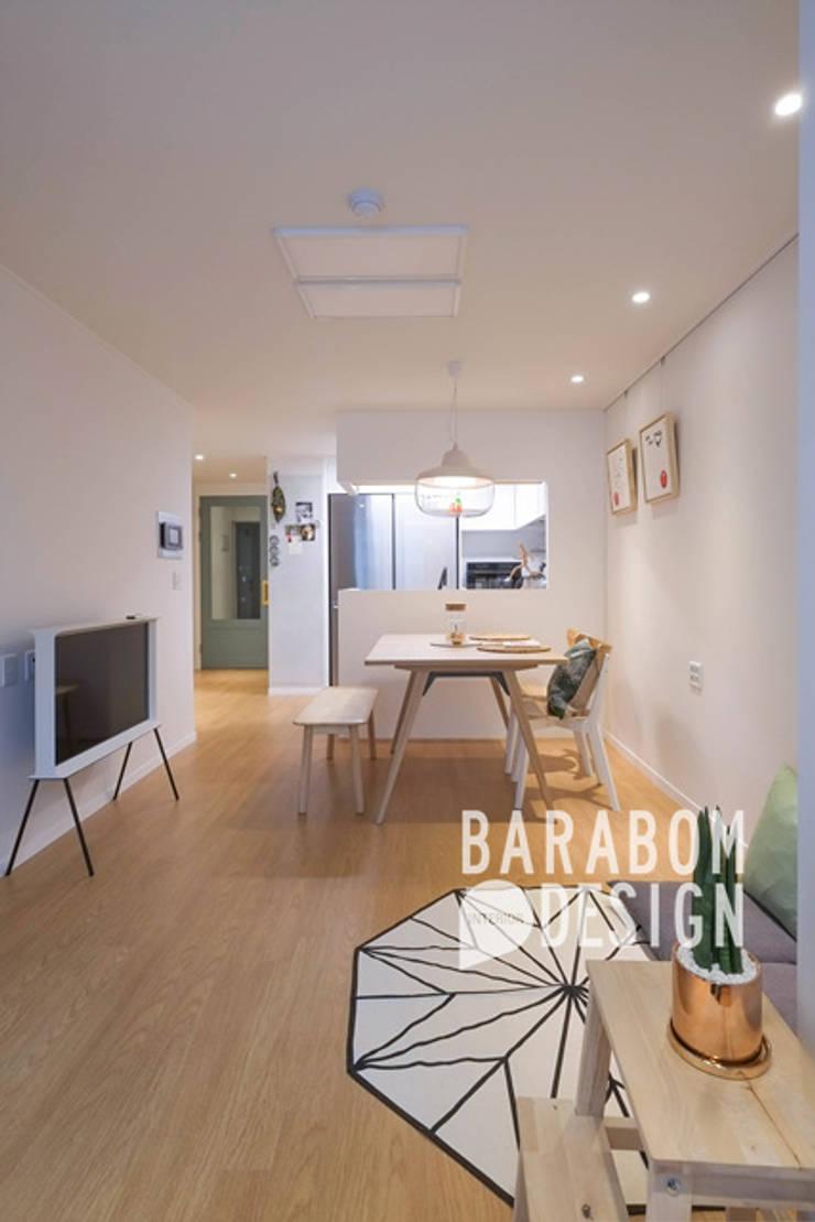 증산동 킨포크스타일 25평 인테리어: 바라봄디자인의  거실