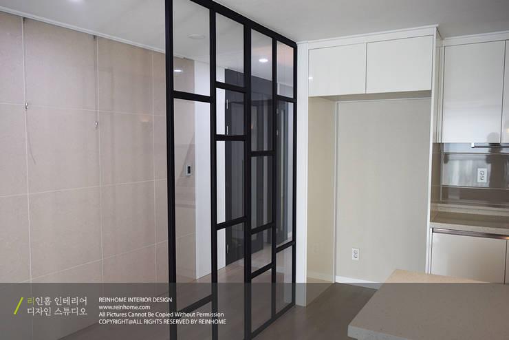 하남 미사강변신도시 LH 7단지 34평형: 리인홈인테리어디자인스튜디오의  주방,