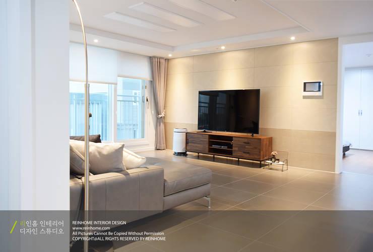 경남 양산시 양우내안에 3차 33평: 리인홈인테리어디자인스튜디오의  거실,모던