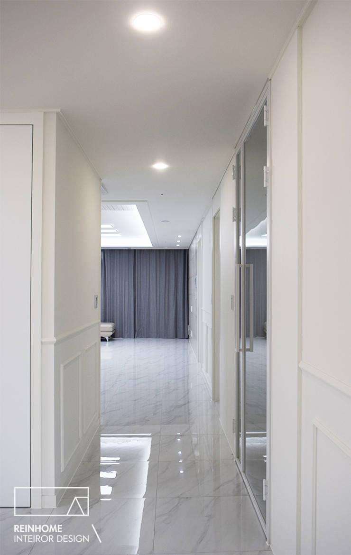 하남 유니온시티 에일린의뜰 C타입 34평: 리인홈인테리어디자인스튜디오의  복도 & 현관