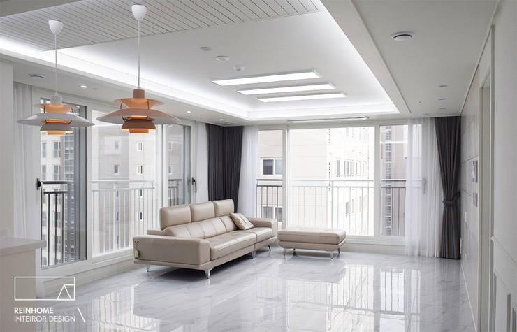 하남 유니온시티 에일린의뜰 C타입 34평: 리인홈인테리어디자인스튜디오의  거실