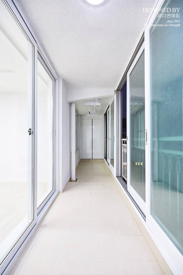 고척 삼익 아파트 32평: 제이앤예림design의  베란다