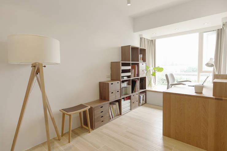 Bureau de style  par 文儀室內裝修設計有限公司